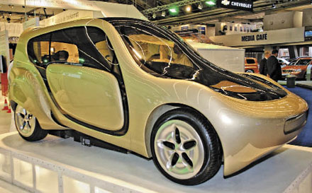 The c,mm,n open-source concept car was developed by the Netherlands Society for Nature & Environment and three Dutch universities. The car incorporates windows made of Saudi Basic Industries' Lexan polycarbonate as part of its environmentally friendly design.